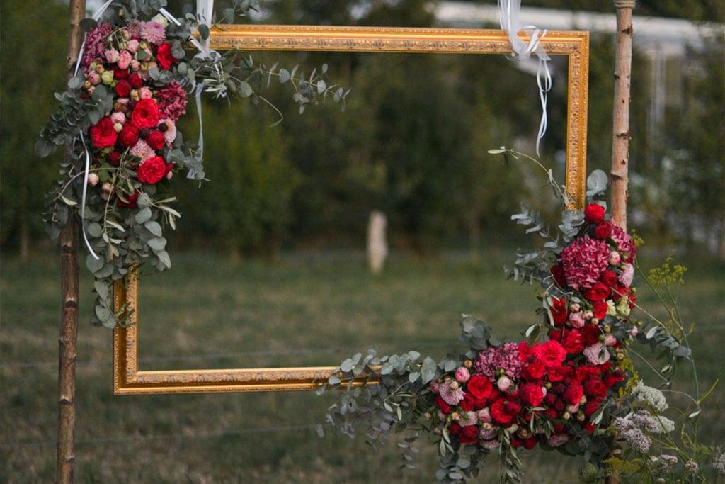 Hochzeit-Bilderrahmen aus Blumen