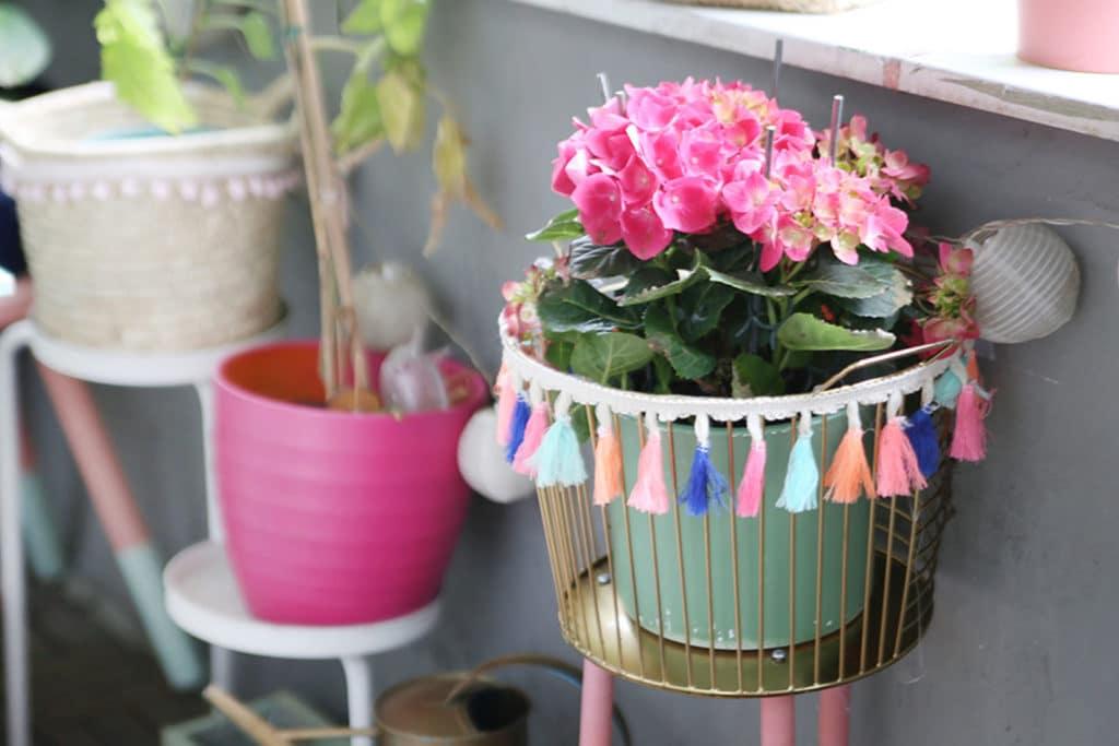 DIY Pflanzenständer im Boho Chic mit Quastenborte