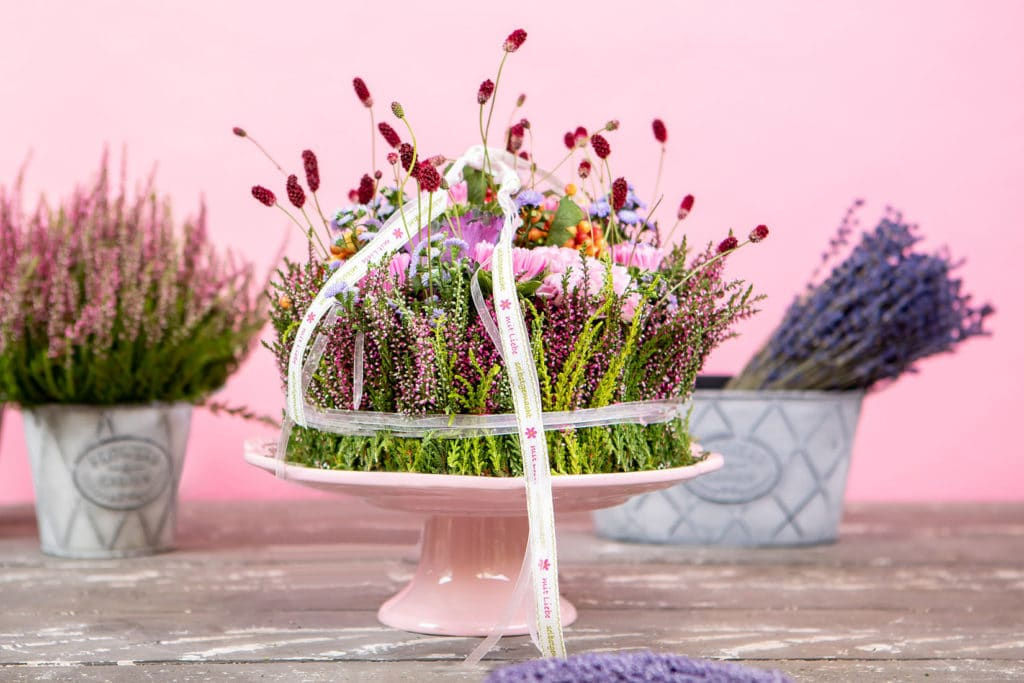 DIY wildbunte Blumen Torte im Boho Style