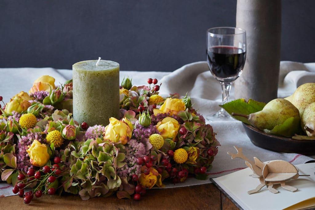 DIY herbstlicher Blumenkranz mit Steckschaum
