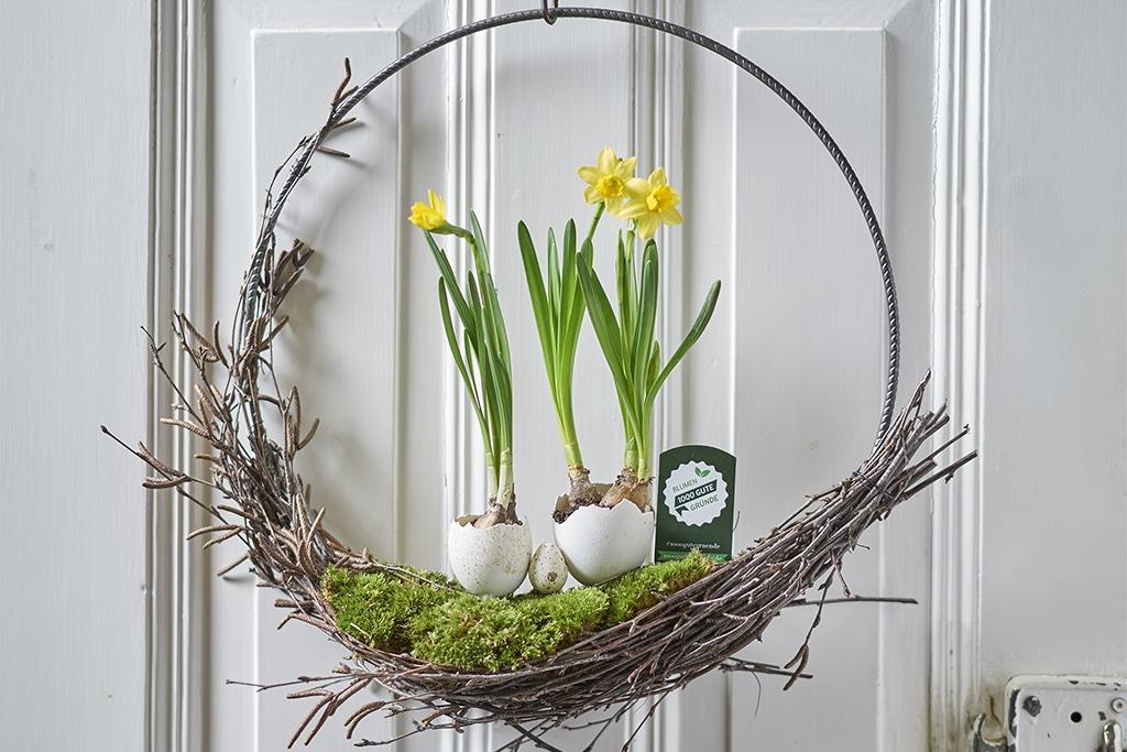 DIY Osterkranz mit Frühblühern
