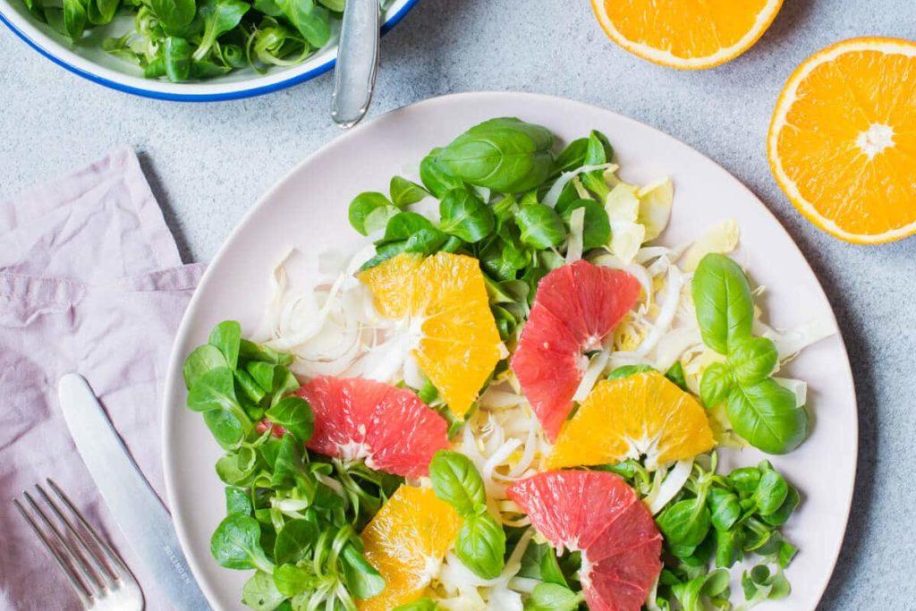 Feldsalat mit Chicorée und Grapefruit