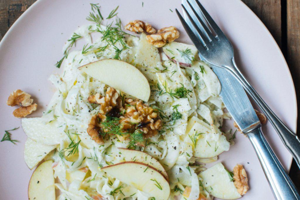 Fenchelsalat mit Äpfeln & Walnüssen
