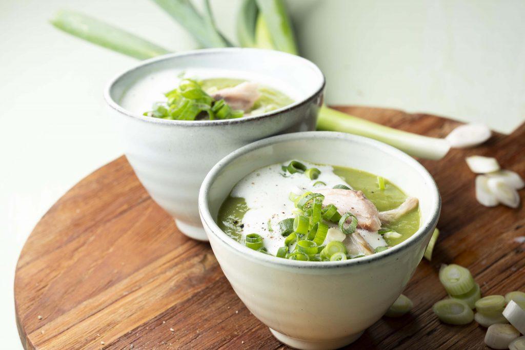 Rezept Lauchzwiebel-Erbsensuppe mit geräucherter Makrele