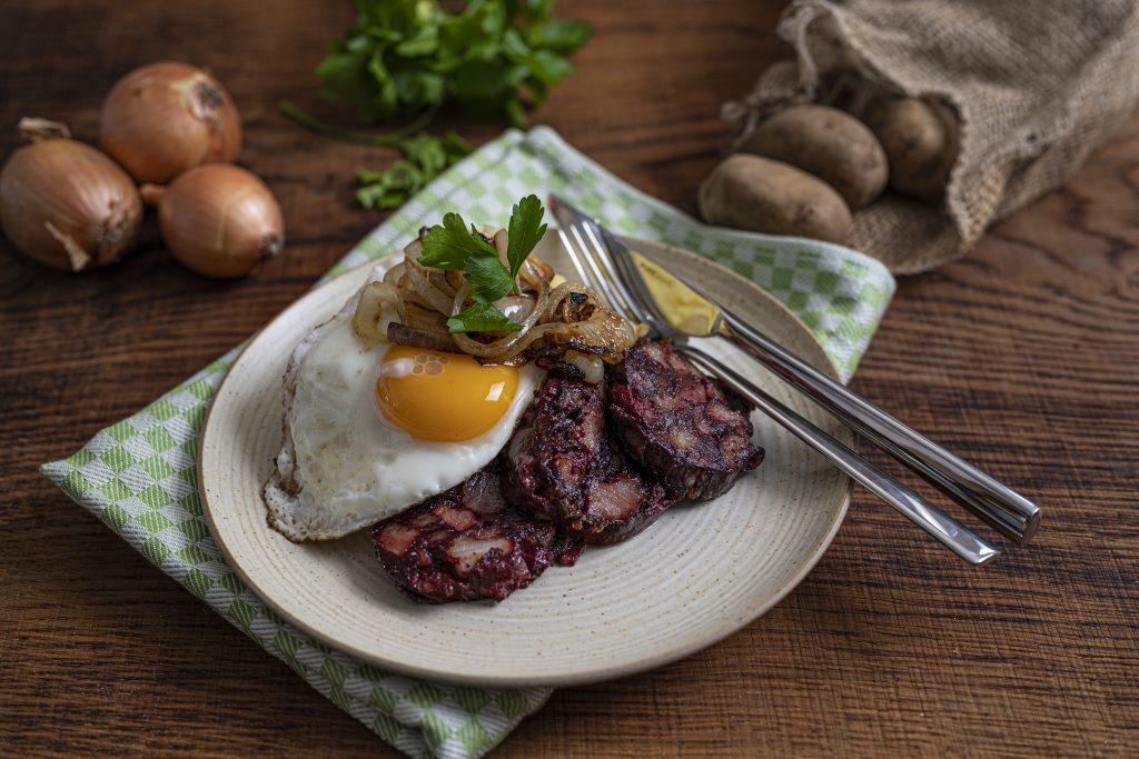 Blutwurst mit Kartoffel-Sellerie-Stampf