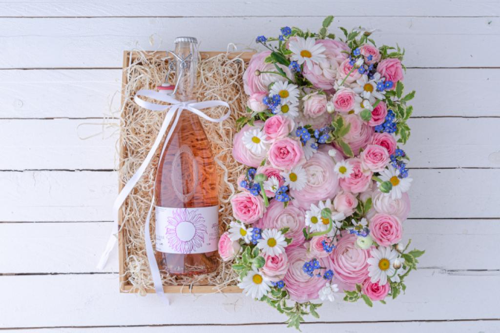 DIY: Blumige Weinkiste zum Muttertag