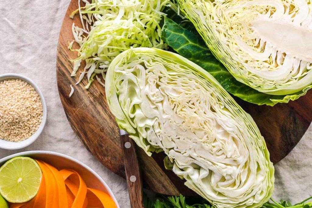 Schupfnudel-Pfanne mit Spitzkohl & Asiatischer Weißkohl-Salat